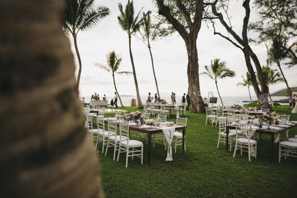 идея рустик сватба край морският бряг маси гости