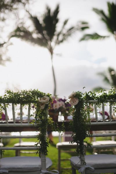 идея рустик сватба край морският бряг декорация столове