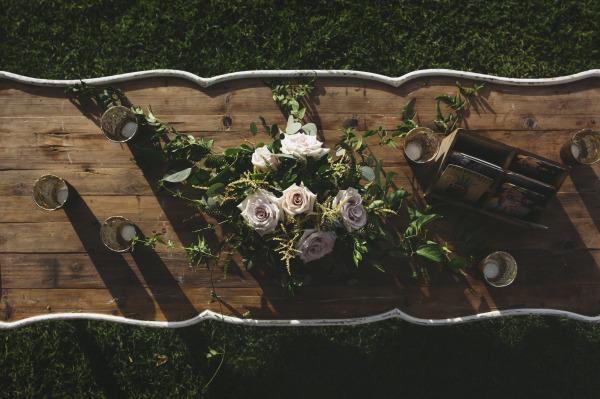идея рустик сватба край морският бряг декорация цветя