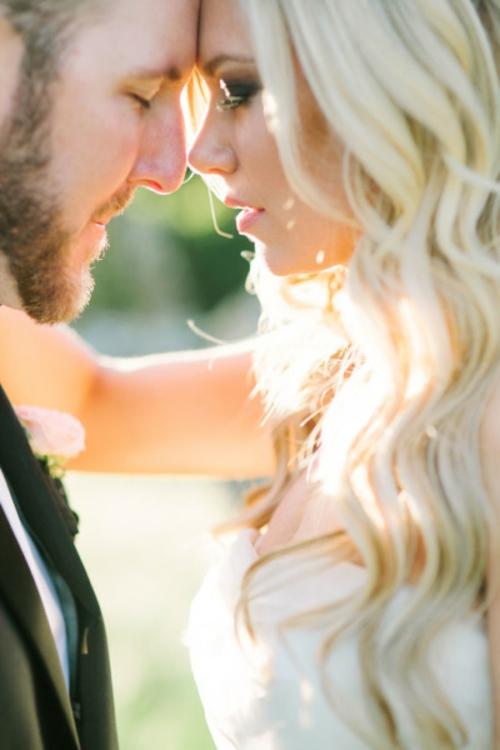 идея за сватба младоженци фотография
