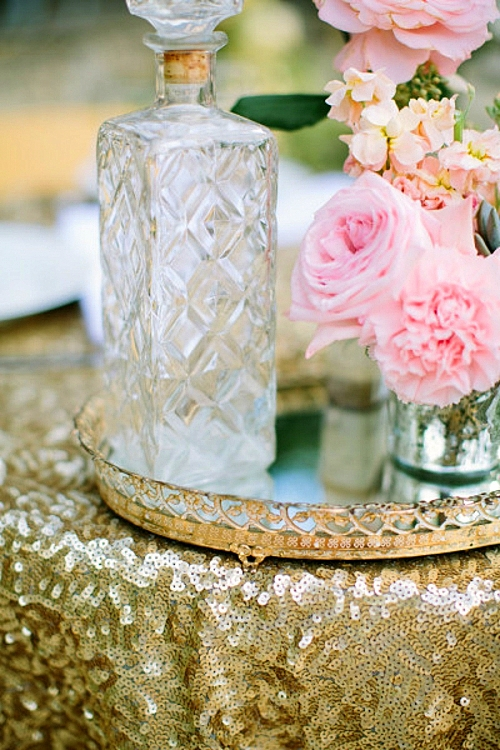 идея за сватба в златно коралово декорация