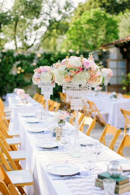 идея за сватба в златно и коралово украса