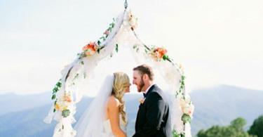 идея за сватба в златно и коралово