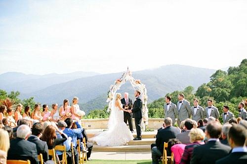 идея за сватба младоженци тържество