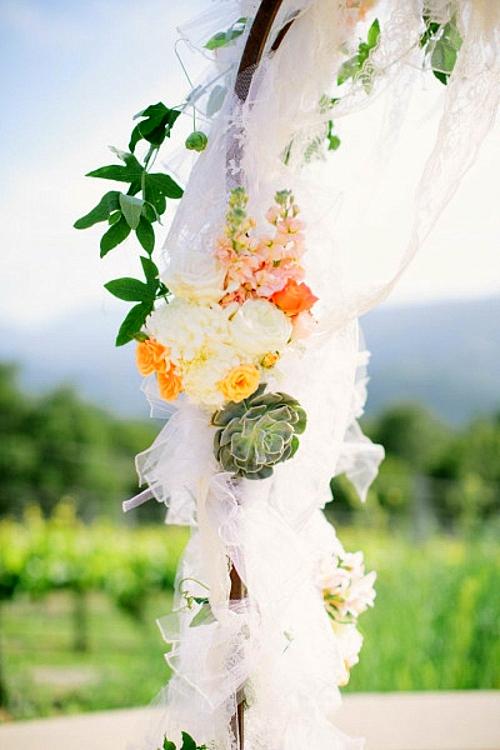 идея за сватба арка декорация цветя