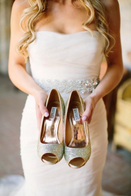идея за сватба златни обувки