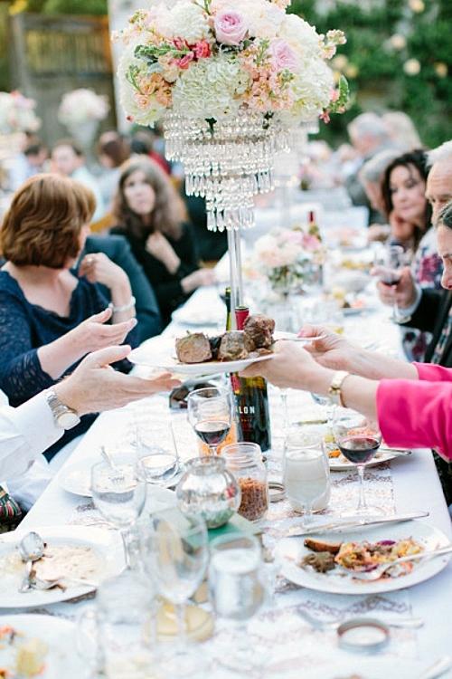 идея за сватба в златно и коралово маса