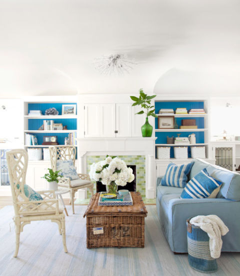 интериорен-дизайн-в-синьо-декорация-хол-диван-идеи