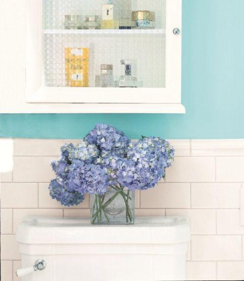 интериорен-дизайн-в-синьо-декорация-цветя-идеи