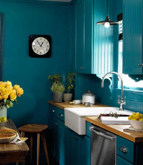 интериорен-дизайн-в-синьо-кухня-обзавеждане-идеи
