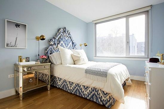 интериорен дизайн спалня синьо бяло
