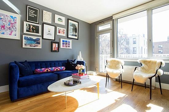 интериорен дизайн хол сиво синьо бяло