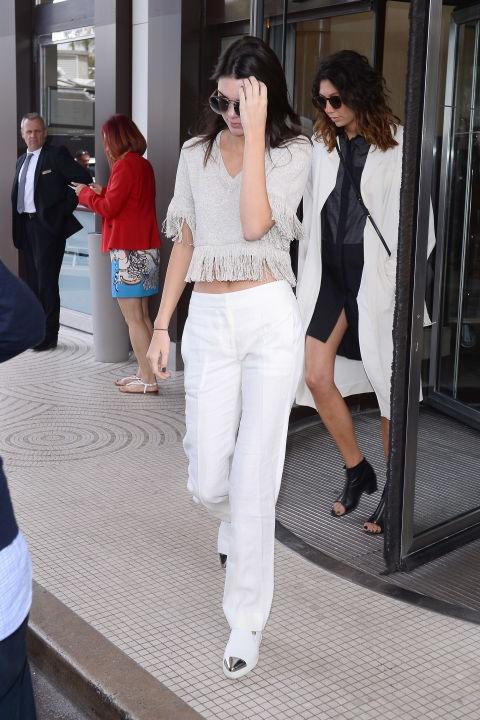 кендъл-дженър-бял-панталон