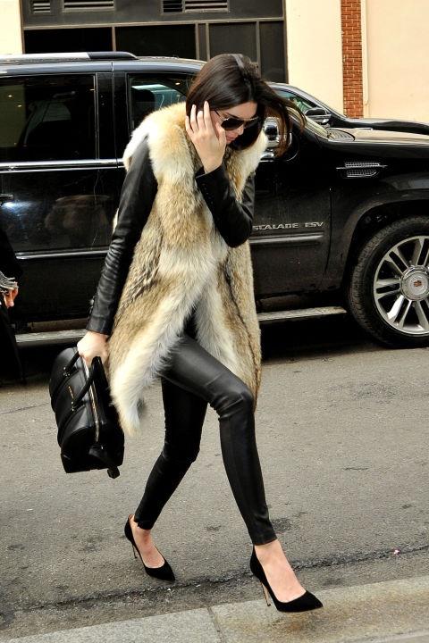 кендъл-дженър-кожено-палто