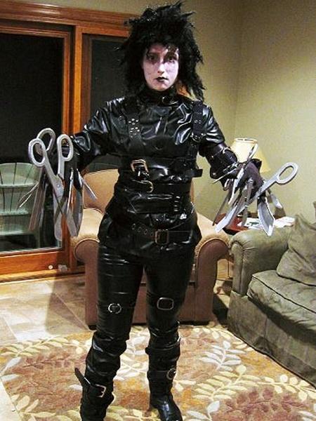 костюми-за-хелоуин-за-мъже-едуард-ръцете-ножици