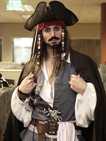 kostumi za helouin za muje pirat djak sparou