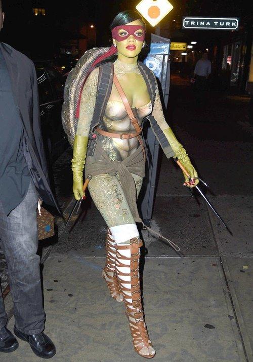 костюми за хелоуин на звездите риана
