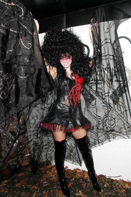 костюми за хелоуин хайди клум вампир