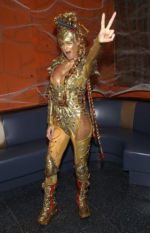 костюми-за-хелоуин-хайди-клум-злато