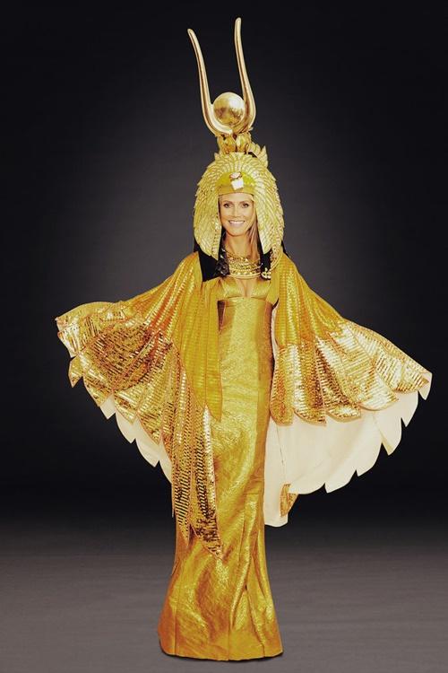 helouin kostum boginq izida na haidi klum