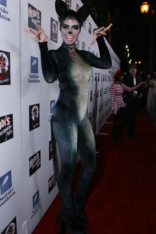 костюми-за-хелоуин-хайди-клум-котка