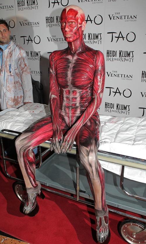 костюми-за-хелоуин-хайди-клум-скелет