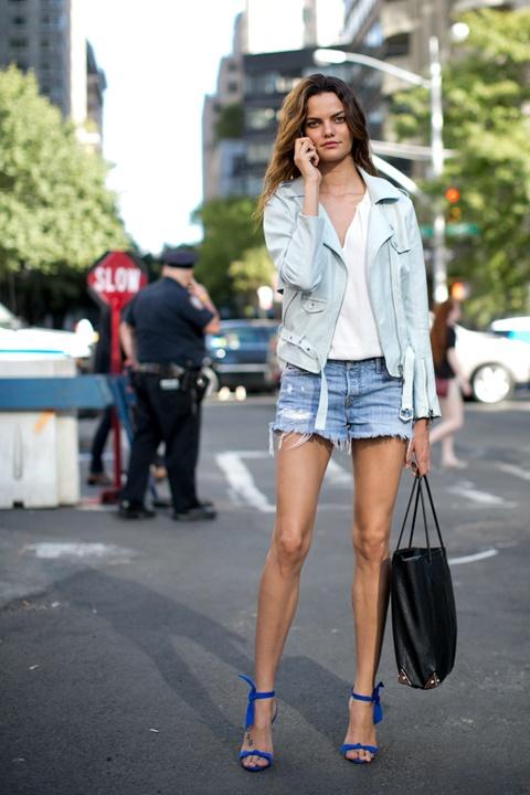 къси-панталонки-бяла-риза