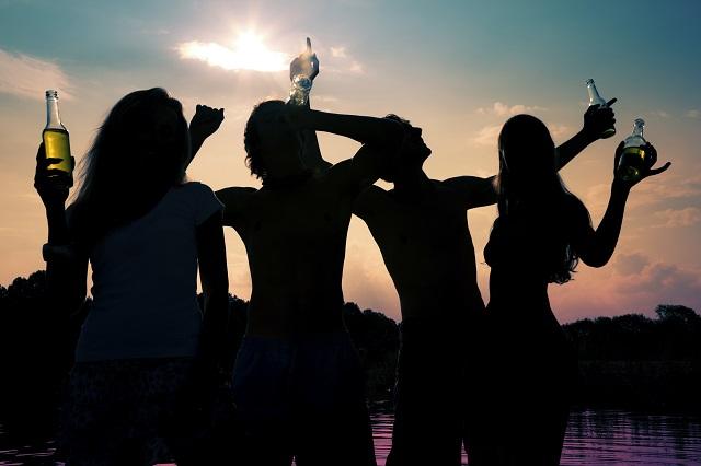 лято парти алкохол