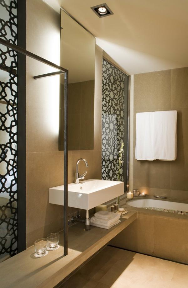 малка баня идеи декорация бежово бяла мивка