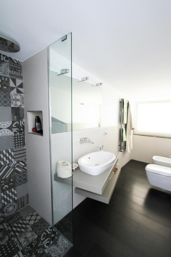 малка-баня-идеи-сиво-бяла-мивка-интериор
