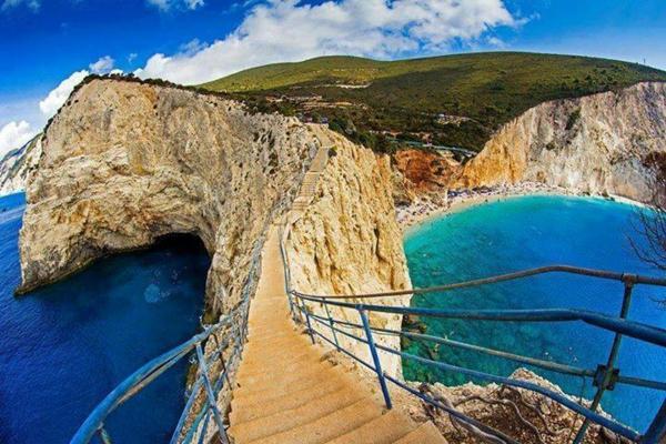 най красивите плажове в гърция порто кацики скали море