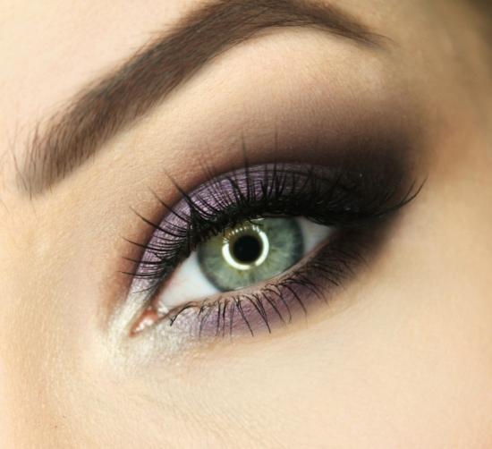 опушен грим за очи лилаво