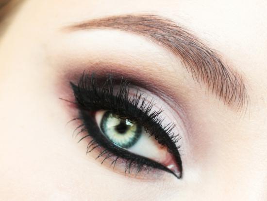 опушен-грим-за-очи-лилаво-очна-линия