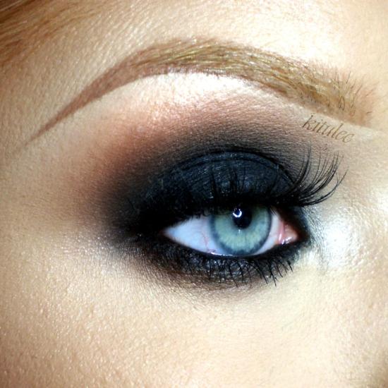 опушен грим за очи черно златно