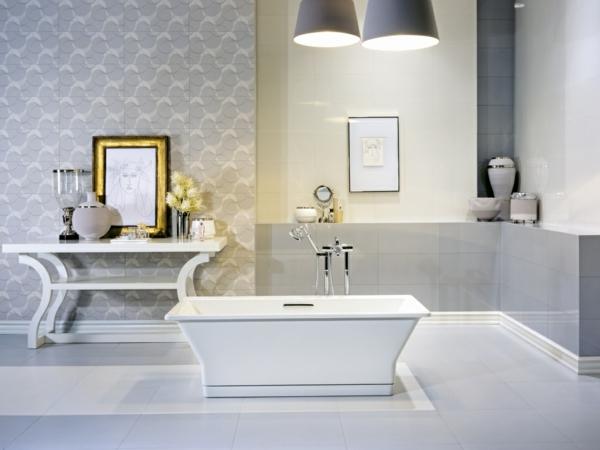 плочки-за-баня-интериор-в-бяло-вана-обзавеждане-маса