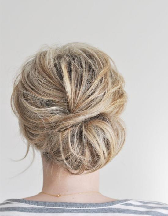 прически прибрана коса нисък кок
