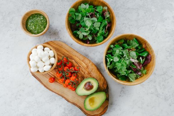 рецепта за капрезе салата с песто дресинг продукти