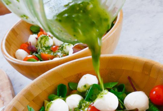 рецепта за капрезе салата с песто дресинг