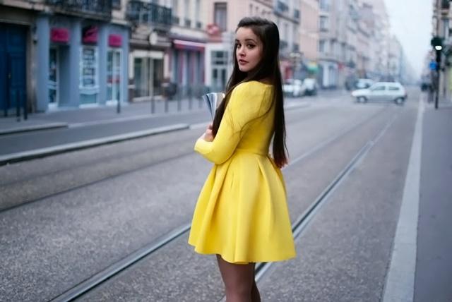 савина николова жълта рокля