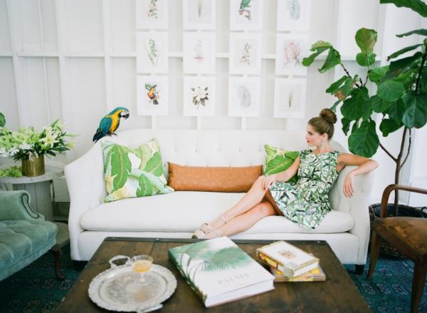 сватба в жълто зелено жена папагал