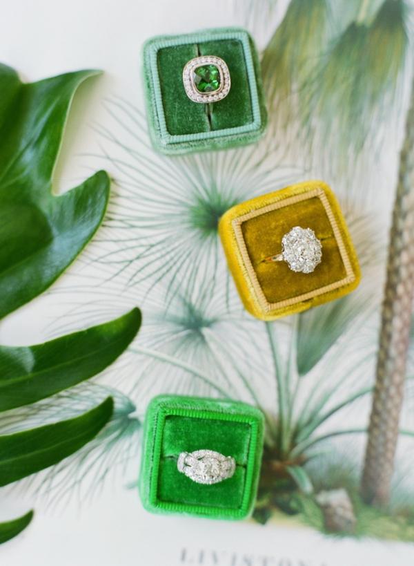 сватба в жълто зелено пръстени