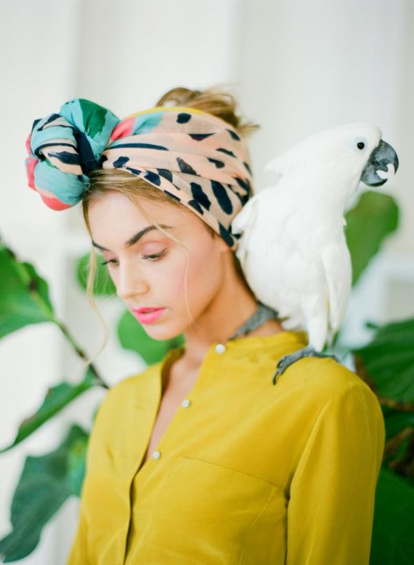 сватба в жълто зелено папагал жена