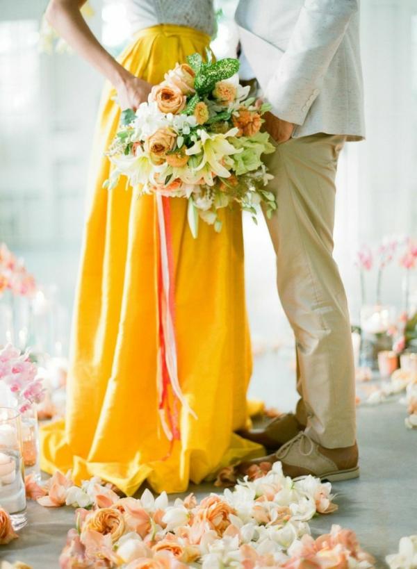 сватба в жълто зелено младоженци