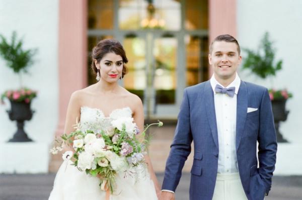 сватба в розово младоженци