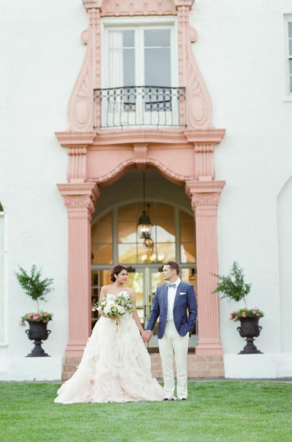сватба-в-розово-фотография-младоженци