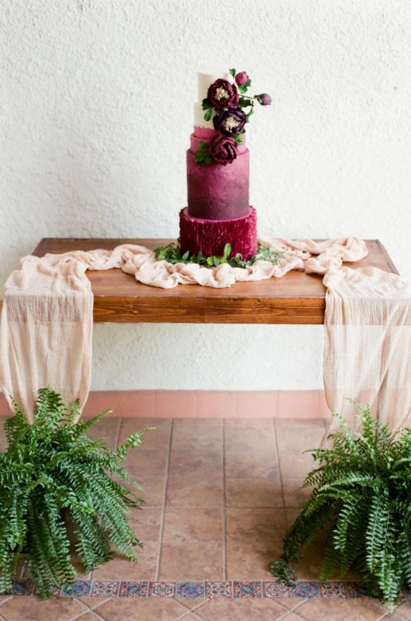 сватба в розово торта