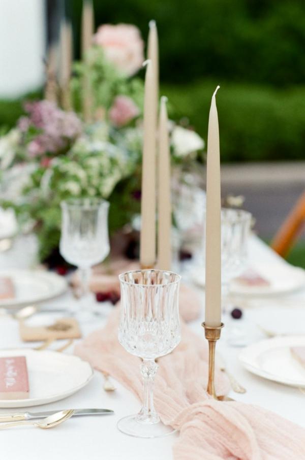 сватба-в-розово-декорация-свещи