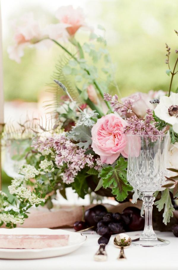 сватба-в-розово-декорация-маса