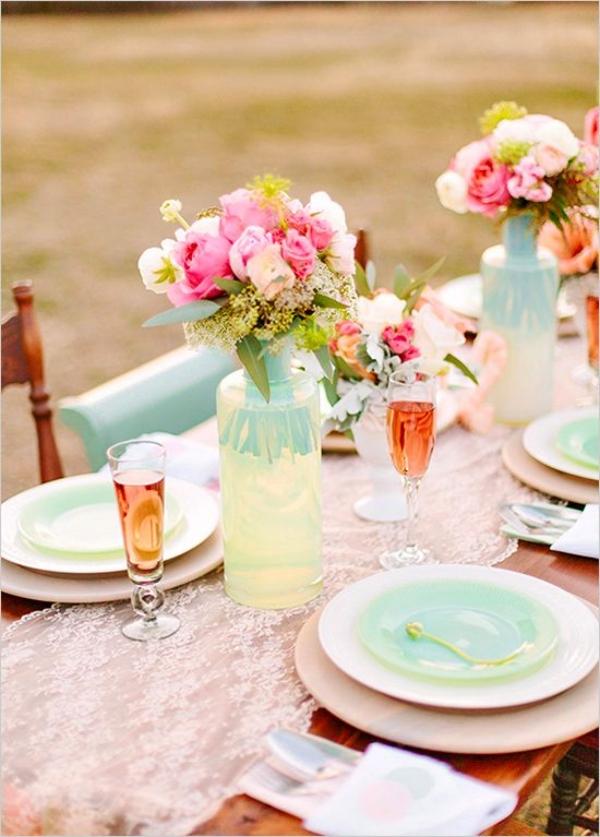 сватбена украса маса прибори цветя