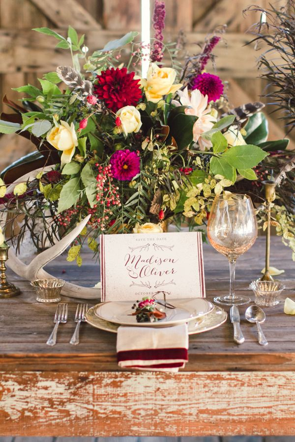 сватбена украса маса цветя прибори